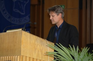 Hanjo Berressem introduces keynote speaker Susan Schuppli