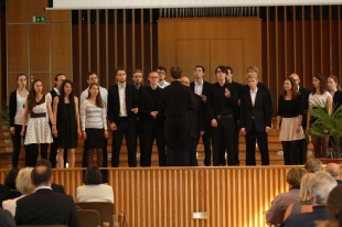 The University of Bonn Jazz Choir (conductor: Jan-Hendrik Herrmann) during their performance