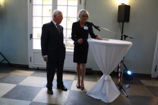 Sabine Sielke introduces her predecessor as Director of the North American Studies Program, Lothar Hönnighausen